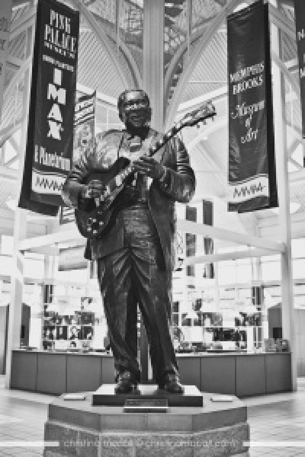 BB King statute in Memphis by Christina McCall