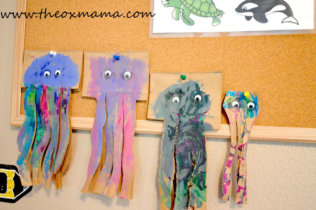 Jellyfish Craft-Tot School: Oceans Theme! Such a cute homeschool theme for toddlers or preschoolers with so many ideas!