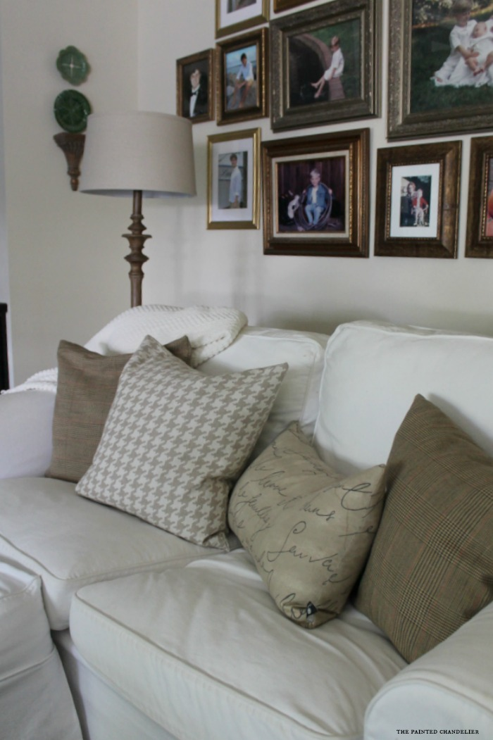 tweeds-and-houndtooth-on-white-sofa-family-room