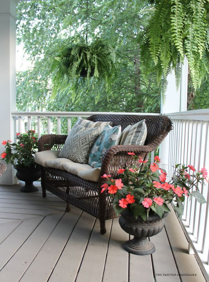 impatiens-loveseat-corner-of-porch