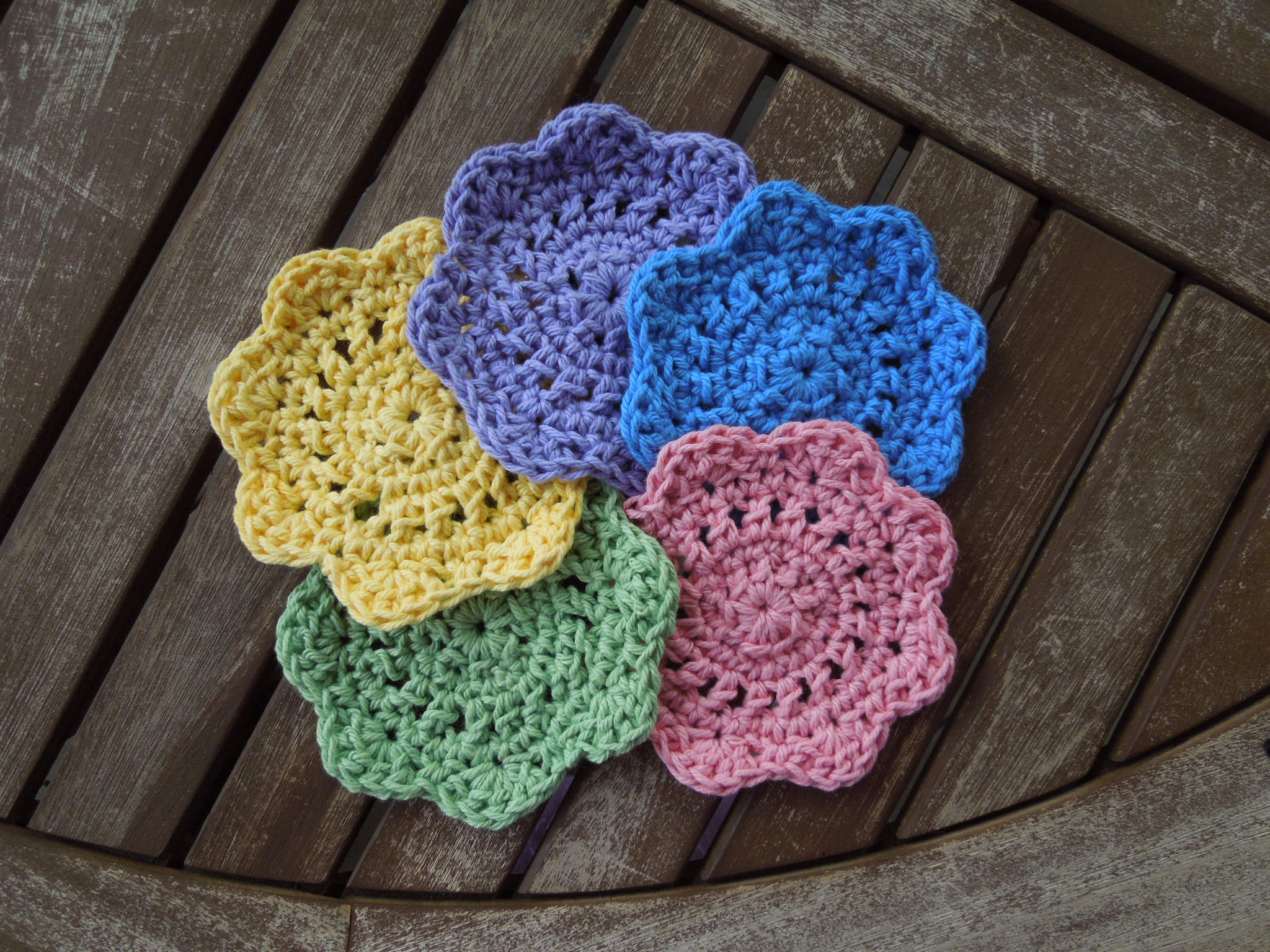 Free Crochet Patterns Of Coasters : Quick & Easy Coasters Free Crochet Pattern