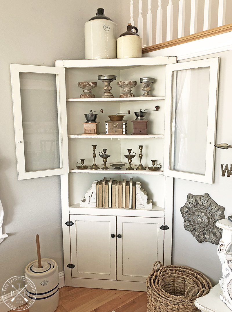 How-to-Decorate-with-Vintage-Books