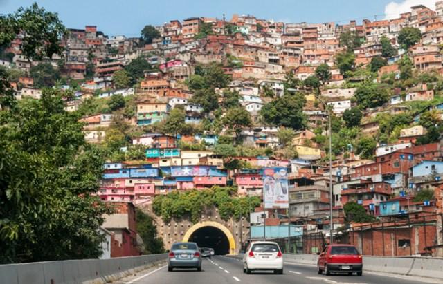 América Latina, región de contrastes. Foto de Caracas de WikiCommons.