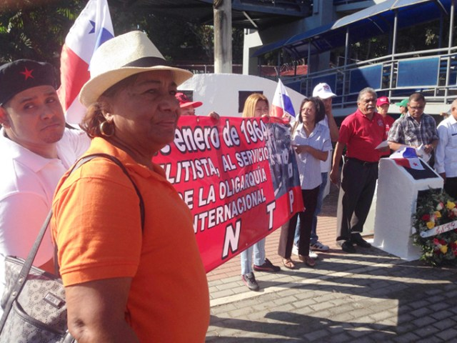 Labor activists gather at one of the monuments. Photo by José F. Ponce.