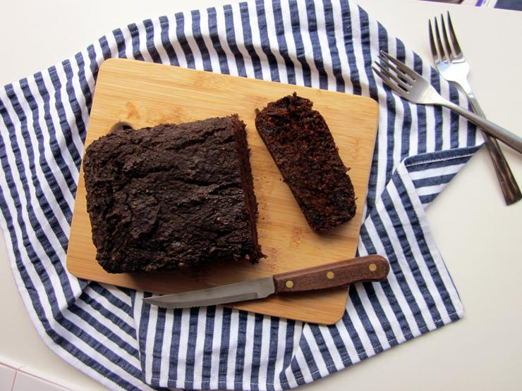 Healthy vegan chocolate date bread