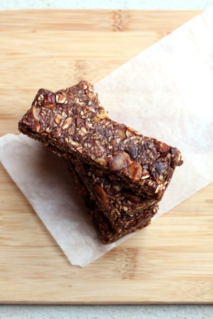 Soft No-Bake Chocolate Granola Bars // The Pancake Princess