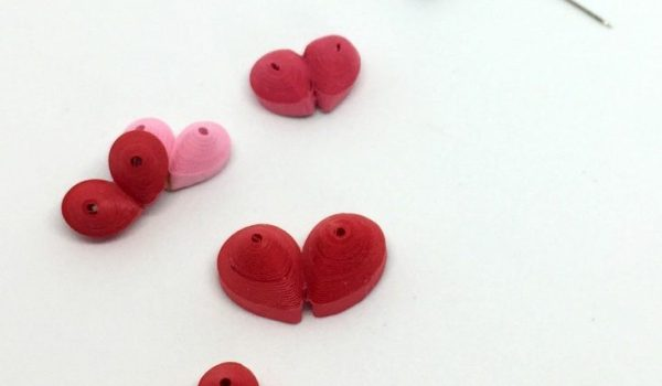 3-D quilling paper hearts for Valentine's Day || www.thepaperycraftery.com