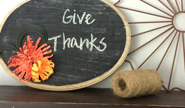Chalkboard Decor with Quilling Paper Art ~ Dress up your chalkboards with quilling paper accents for a festive Thanksgiving plaque!    www.thepaperycraftery.com