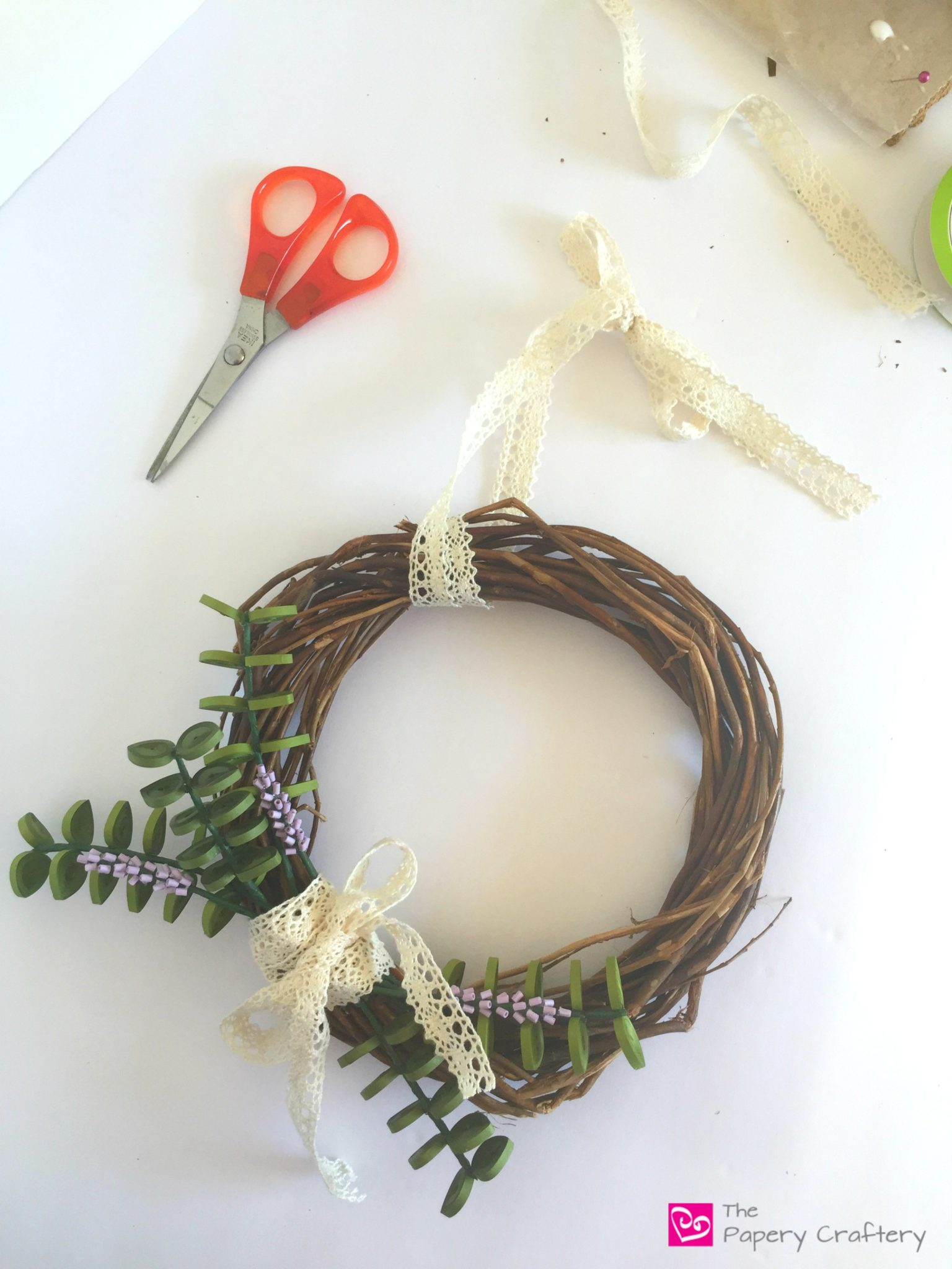 how to make a wreath without a form