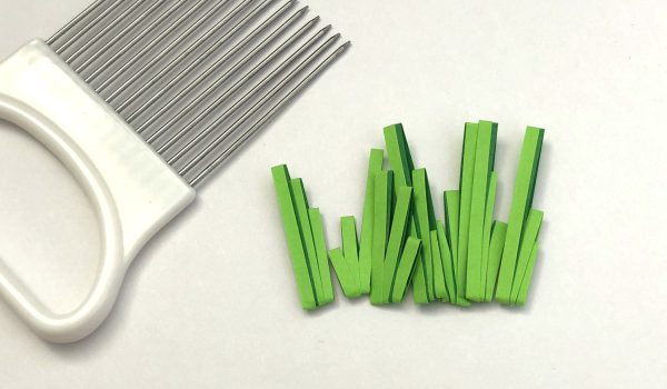 Simple Quilling Paper Grass ~ Make easy two-toned grass for your next quilling craft with your quilling comb    www.ThePaperyCraftery.com