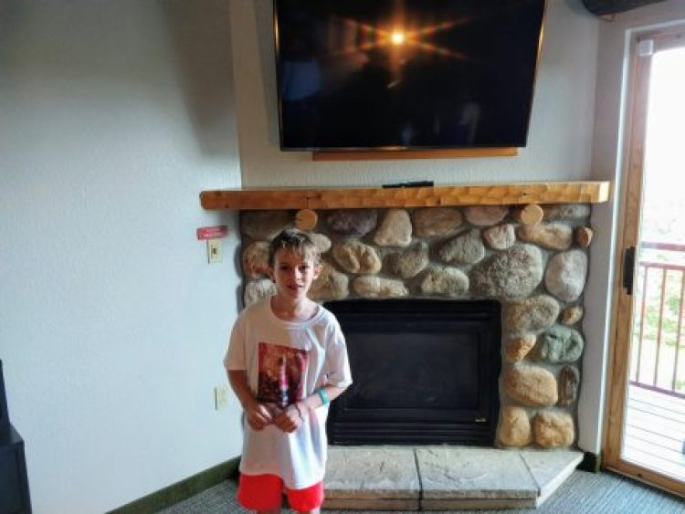 Themed kidcabin suite @ Great Wolf Lodge Poconos Fireplace