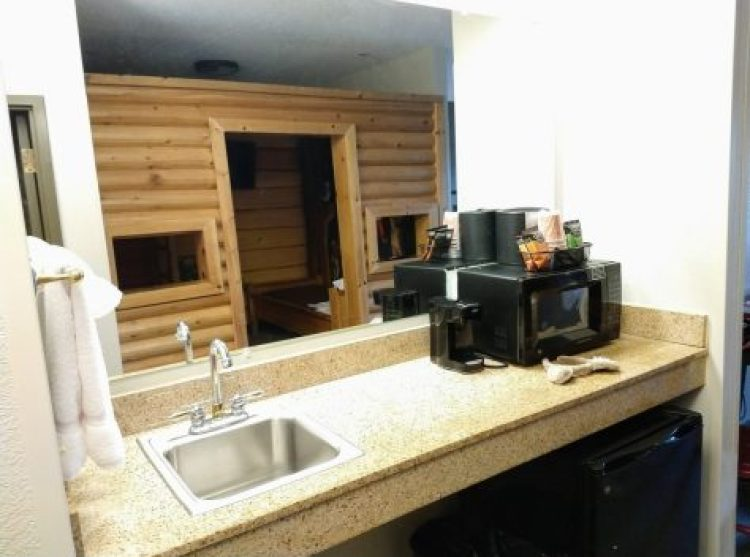 Themed kidcabin suite @ Great Wolf Lodge Poconos Kitchenette