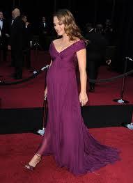 Nathalie Portman knows how to dress a bump.