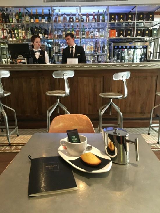 thé ou chocolat chaud - hôtel Boutet