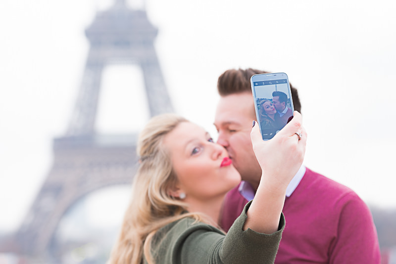 fun-and-romantic-selfie-at-the-eiffel-tower