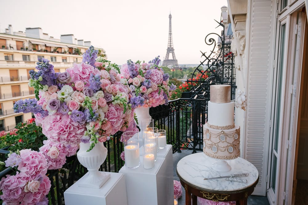 Paris elopement photographer - dream elopement setup with Eiffel Tower view