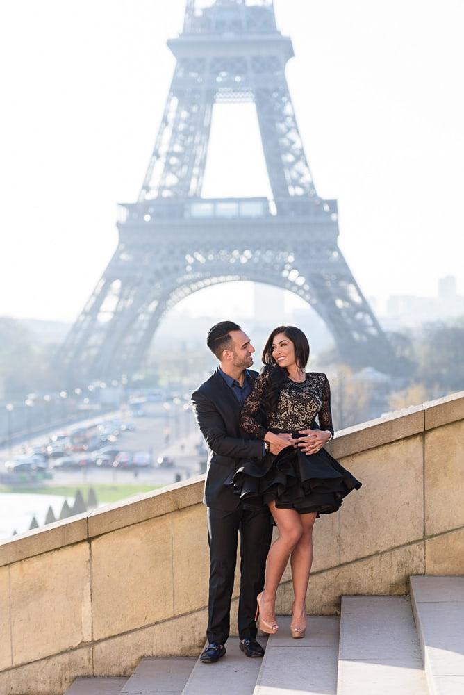Paris photographer engagement - Beautiful engagement photos by the Eiffel Tower