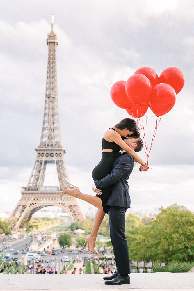 paris engagement photos by the eiffel tower with red balloons