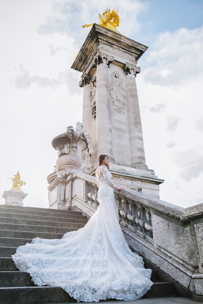 paris pre wedding photography bridal portrait on the alexander 3 bridge