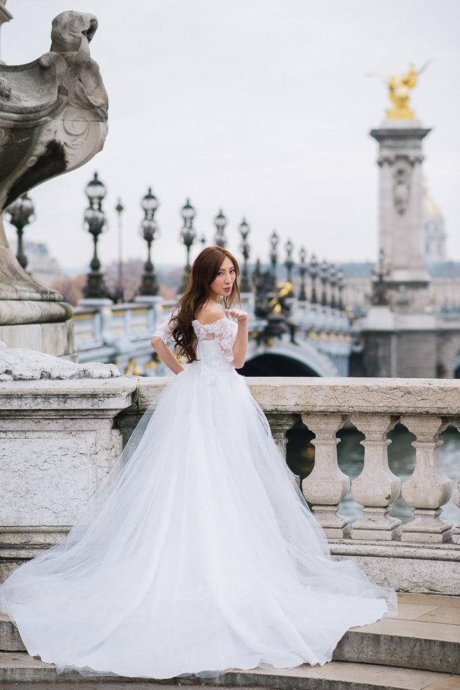 pre wedding photography paris beautiful portrait of an asian bride on the alexander 3 bridge in paris