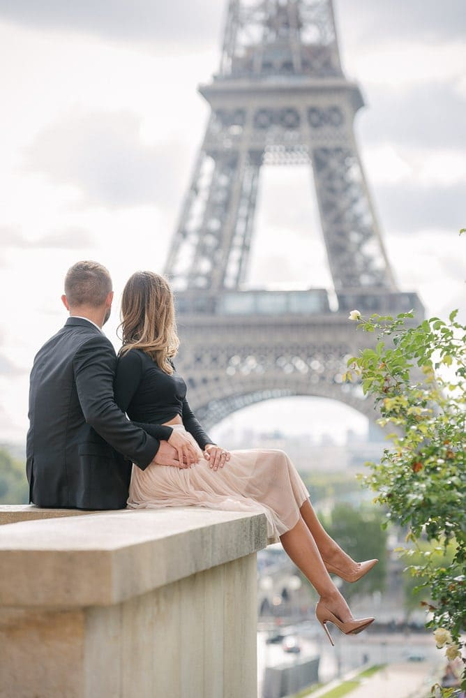 Beautiful couple hugging and enjoying the view over the Eiffel Tower
