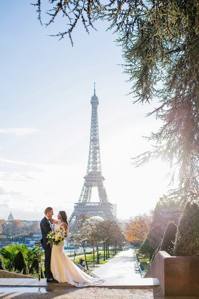 Best couple photography Paris 2017 – Bride and groom at the Eiffel Tower