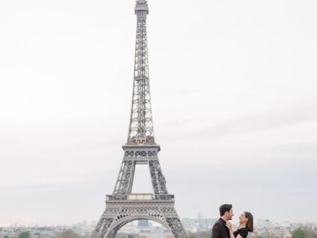 couples photoshoot themes - honeymoon photography in Paris