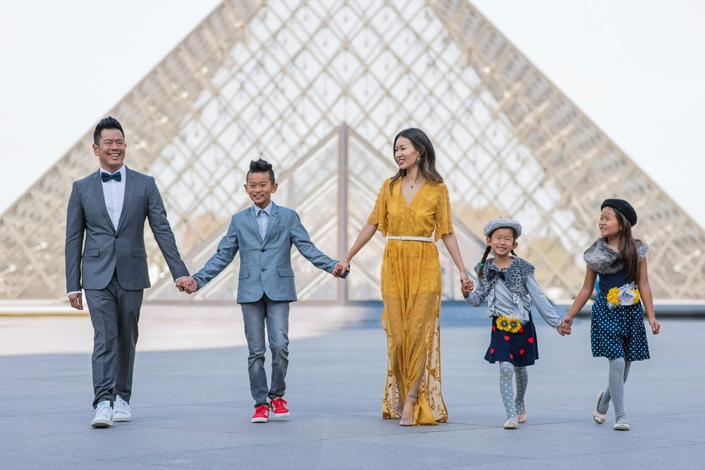 family photo shoot in paris 30