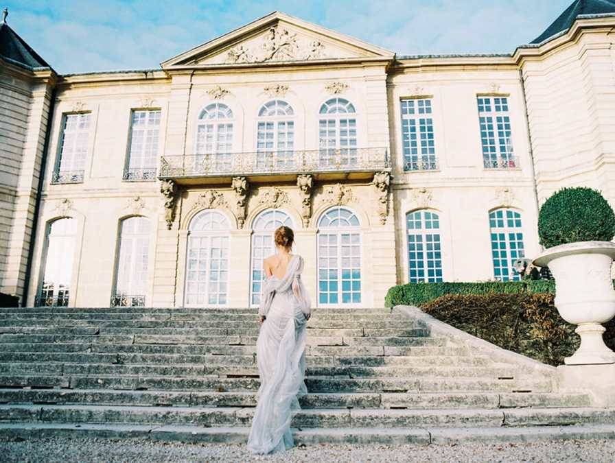 Bride walking on the steps of Musée Rodin in Paris - Elopement location in Paris