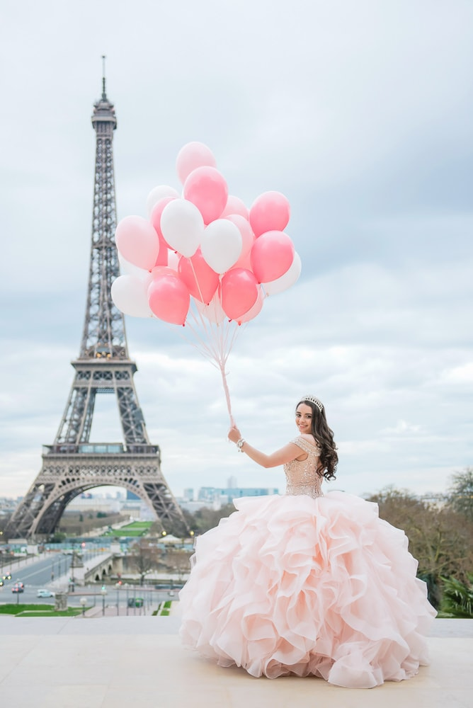 Quinceanera Picture with balloons in Paris