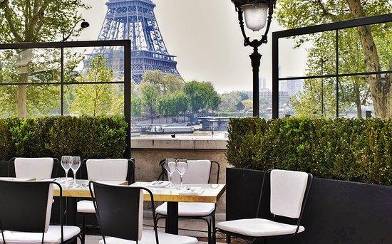 Monsieur Bleu restaurant eiffel tower view