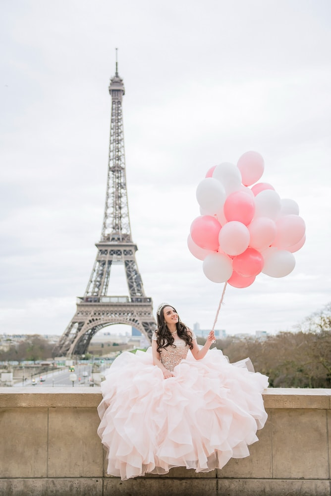 quinceanera pictures with balloons and girl sitting down
