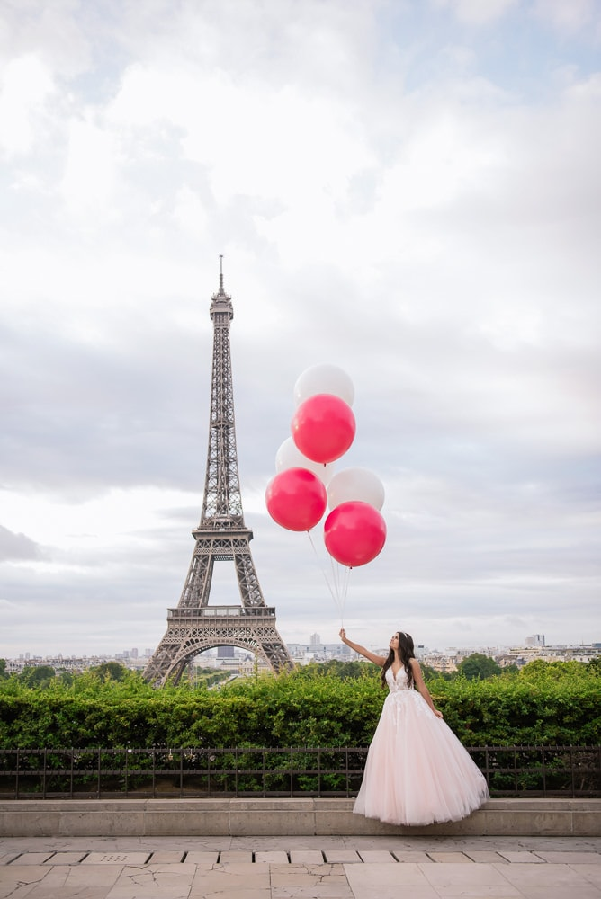 quinceanera pictures with giant balloons