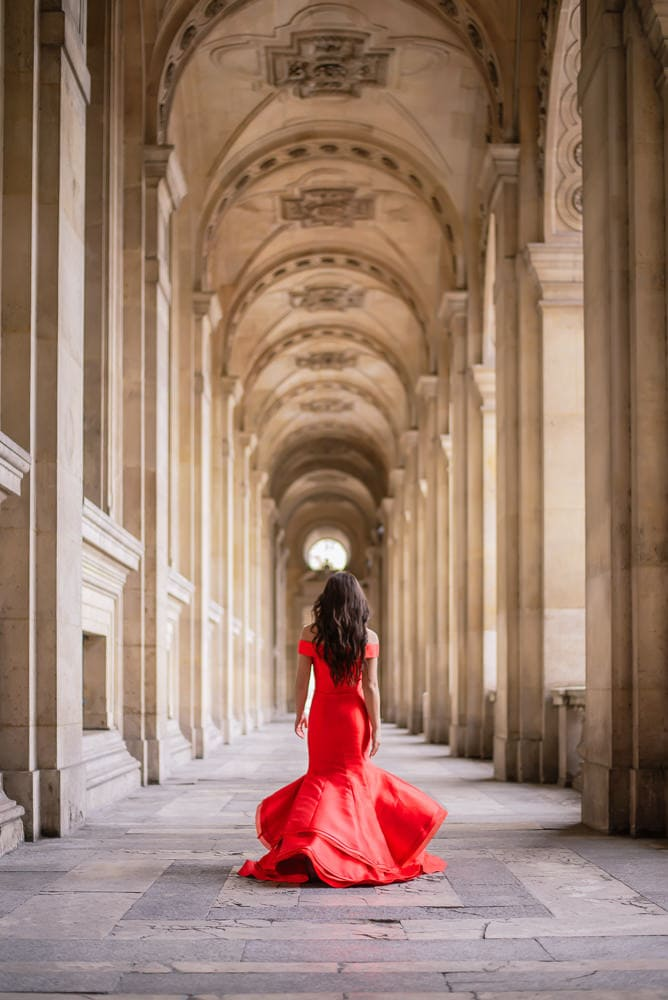 where to take quinceanera pictures in Paris - Louvre Museum