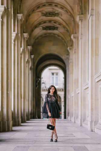 Influencer photos at Louvre Museum