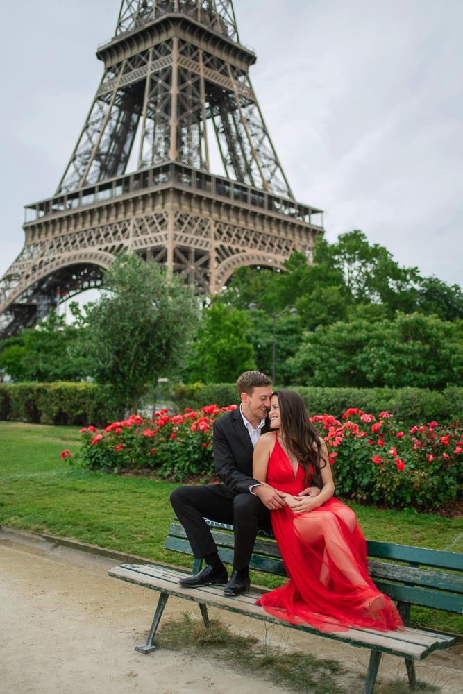 Couples photos near the Eiffel Tower