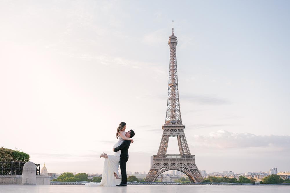 Esplanade des droits de l'homme Trocadero wedding photos