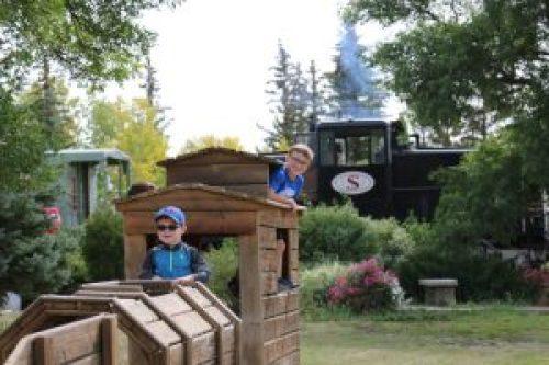 train-kids-playing