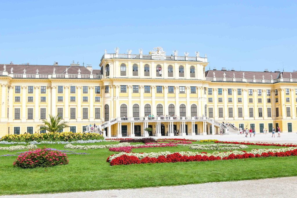 The best way to spend 2 days in Vienna, Austria! An easy Vienna itinerary to help you explore Vienna in 48 hours with kids. A MAP included for all the best places to visit like Schonbrunn Palace, Vienna State Opera House, Innere Stadt, St. Stephen's Cathedral, Museum Quarter, House of Music, Spanish Riding School, Belvedere Palace and so much more! #vienna #wien #austria #SchonbrunnPalace #operahouse #houseofmusic #spanishridingschool #stateopera