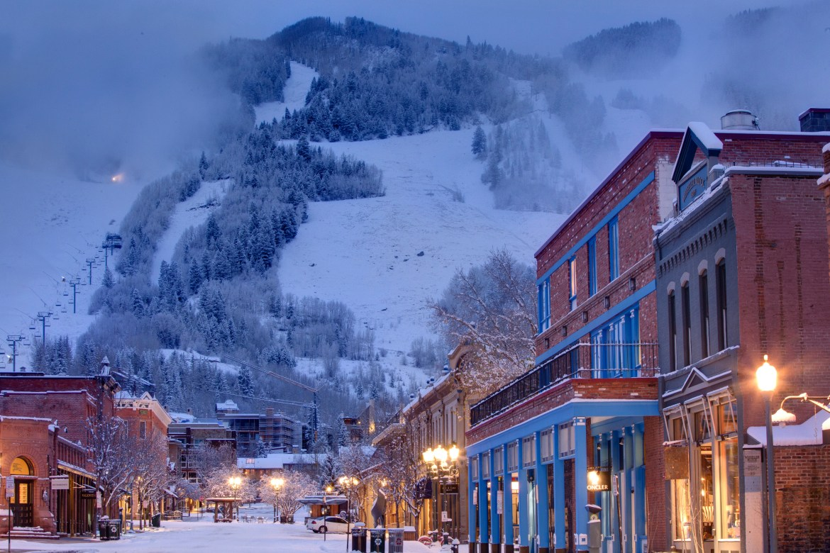 trendy-travel-city-guide-aspen