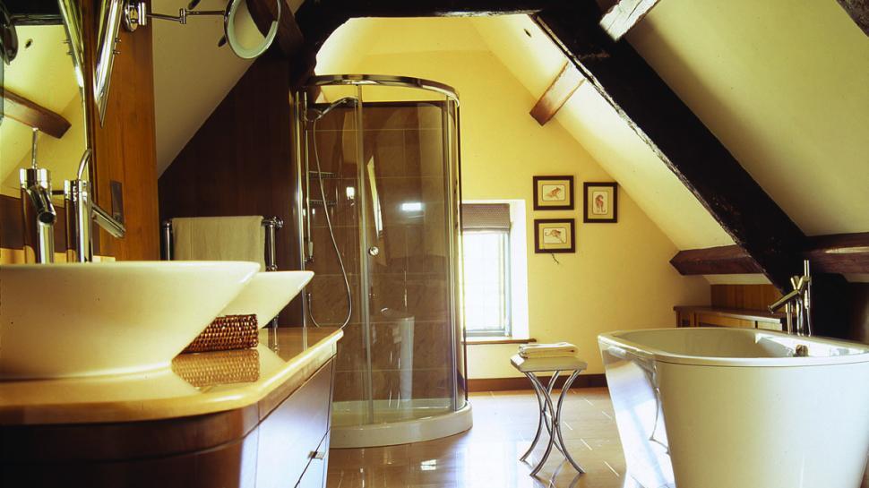 Whatley-Manor-bathroom-with-tub