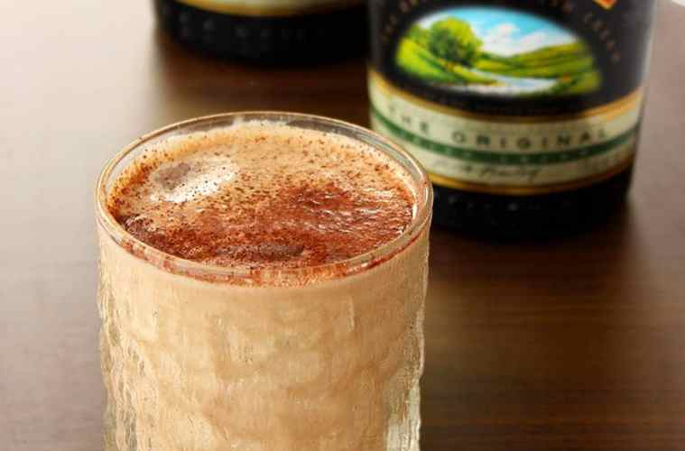 This Homemade Baileys Irish cream will warm your heart up during the cold season, but it's just as good for summer paired with iced coffee, just serve it chilled with plenty of ice.