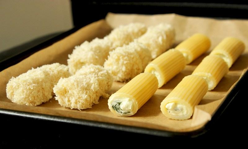 deep-fried rigatoni with marinara sauce - thepetitecook.com