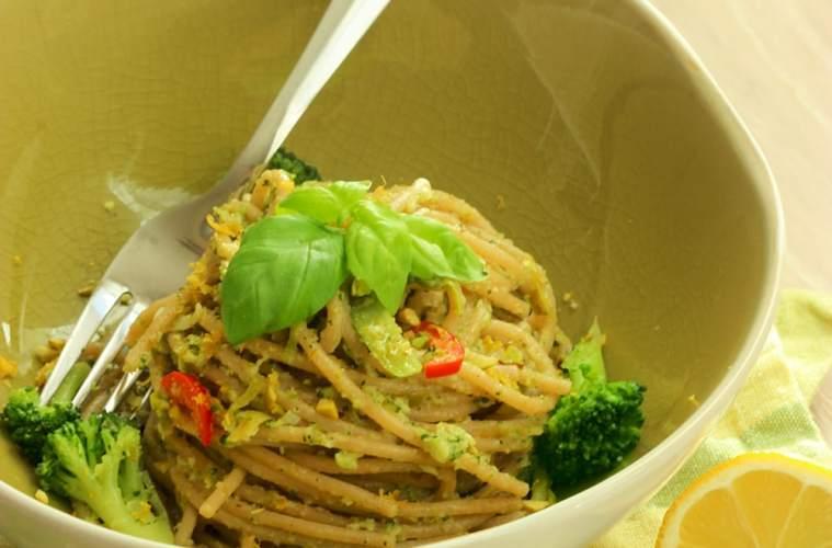Whole Wheat Spaghetti with Broccoli Pesto Sauce