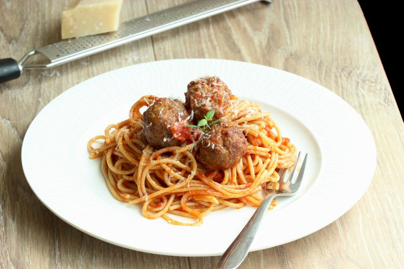 Light spaghetti with meatballs - recipe by thepetitecook.com