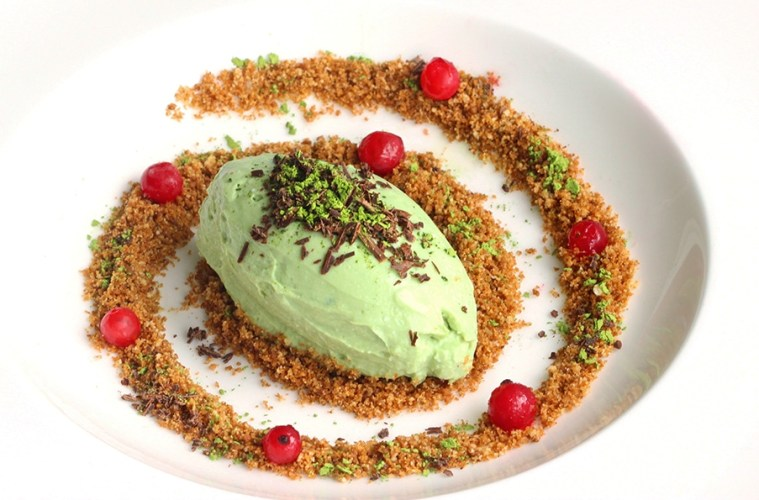 Light Matcha Tea Ricotta Cheesecake with Almond Crumble - thepetitecook.com