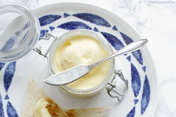 How To Make Homemade Butter - Ready in 10 minutes only, making your own butter is easy, fun and tastes so much better! Easy step-by-step tutorial from thepetitecook.com