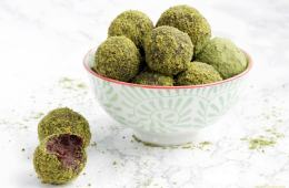 4-ingredient orange cocoa truffles rolled in matcha powder and pistachios. A deliciously energy-packed healthy treat ready in just 10 minutes! - Vegan - Gluten-free - Dairy-free recipe from thepetitecook.com