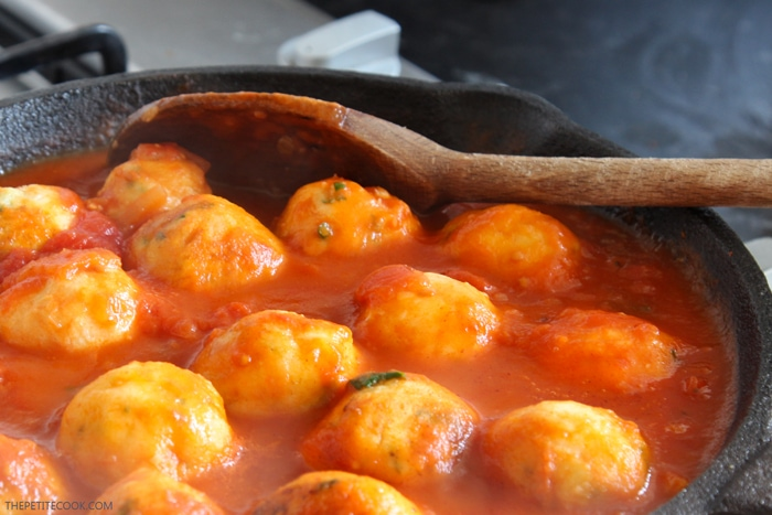 Cod meatballs with tomato