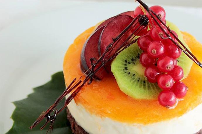 Mango Cheesecake with Brownie Crust